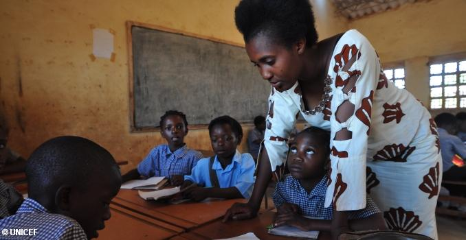 Inonge Siamalambo teaches a third-grade class at Kamanga Basic School in Lusaka, Zambia. Photo: UNICEF/Christine Nesbitt