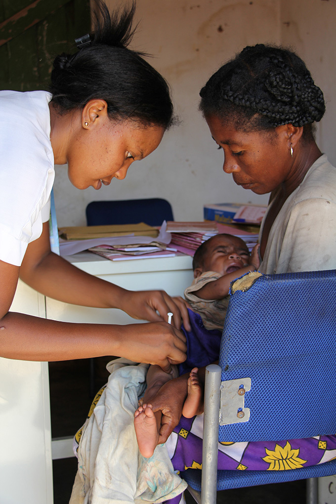 Hantamalala Ramanandraibe immunises a child with a GAVI-supported vaccine, the pentavalent vaccine, at the health post in Ankariera, a small settlement in southern Madagascar.Credit: GAVI/11/Ed Harris – Madagascar May 2011