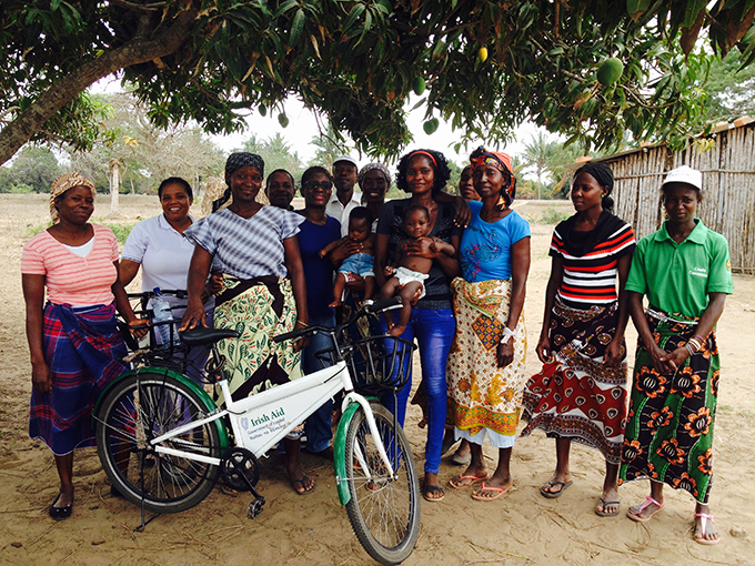 Volunteers from Govuro with a bicycle donated by Irish Aid
