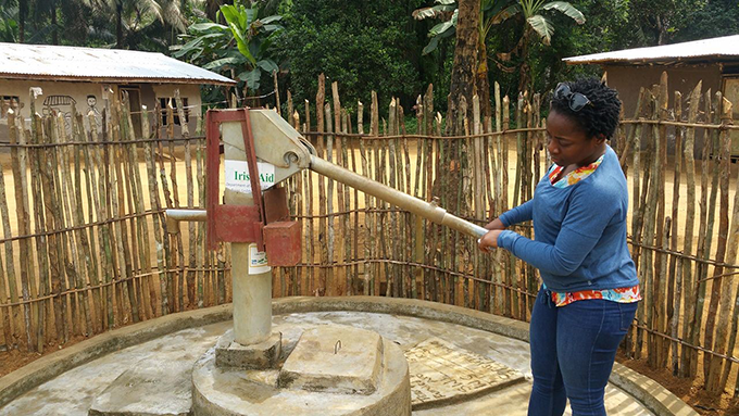 Testing for efficiency and quality; a newly constructed hand dug well in the Nyenpo Barry Community- Sinoe County. Photo Credit: Tearfund/Teta Lincoln