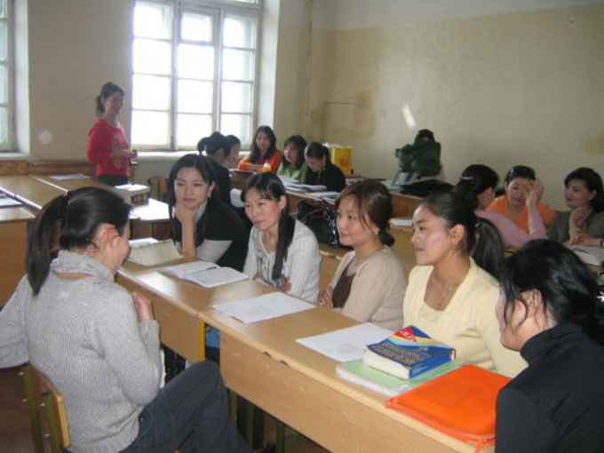 Working with students at the University of the Humanities, Ulaanbaatar, Mongolia © Ruth Powell
