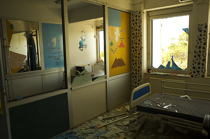 A room  in the pediatric section of a hospital in Sirte, Libya damaged due to fighting. Photo: André LIOHN, ICRC/2016